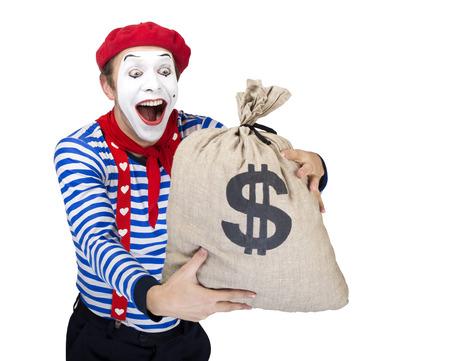 mimo: Mime con dinero bag.Emotional el actor divertido que lleva traje de marinero, boina roja