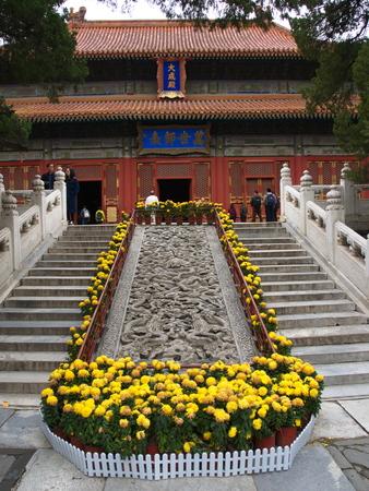문 및 조각의 세부 사항 가진 베이징에서 유명한 공자 사원. 스톡 콘텐츠