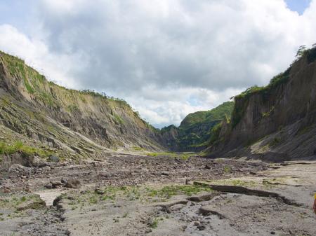 Piedra y Montaña camino al Volcán Pinatubo. Viaje a Clark, Filipinas en 2013, 21 de julio