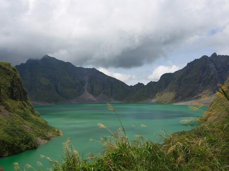 The Sulfur Lake of Pinatubo Volcano. Travel in Clark, Philippines in 2013, 21th July. Foto de archivo