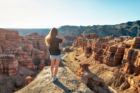 Girl Watching over Charyn Canyon in South East Kazakhstan Stock fotó - 118467516