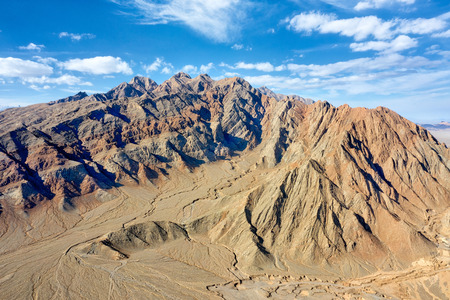 Mountains along the Dasht-e Lut Desert in Iran 免版税图像