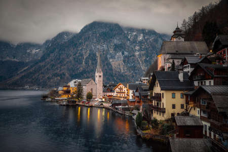 Dusk in Hallstatt, Austria, taken in December 2020, post processed using exposure bracketing Imagens