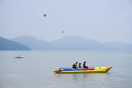 tropica: Para shoot & banana boat at Penang Batu Ferringhi Beach Holiday in Asia
