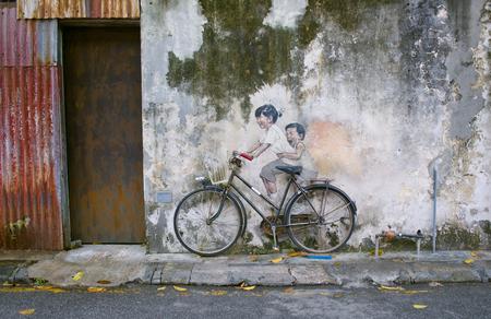 自転車またはリトアニア語作家アーネスト ・ ロバートのアルメニア通り、ジョージ ・ タウン、ペナン ユネスコ遺産のサイクリスト ストリート ア 報道画像