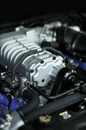 alto rendimiento: Alto rendimiento del motor del veh�culo. Este motor genera m�s de 400 caballos de fuerza. Foto Vertical. Foto de archivo