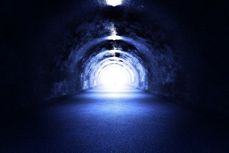 터널 라이트 - 3D 렌더링. 차가운 푸른 빛입니다. (죽음의 경험 근처?) 라이트가는 길 스톡 콘텐츠