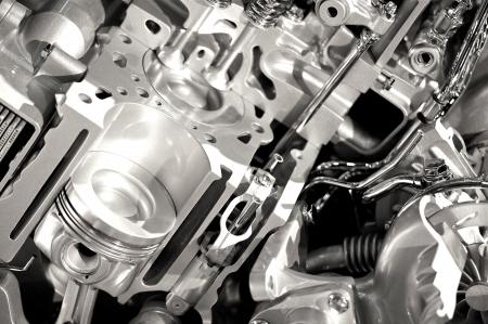 실린더: 현대 엔진 섹션 - 엔진 디스플레이 - 실린더 및 밸브 가로 사진 스톡 사진