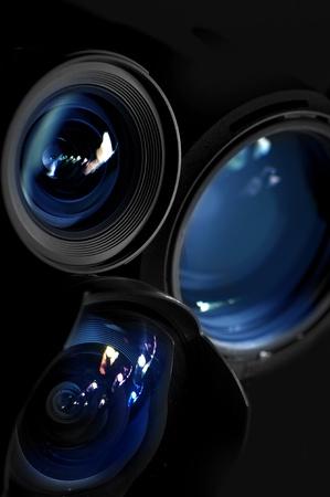 사진 스튜디오 또는 렌즈 임대 광고를 위해 중대한 아주 우아한 빛의 작은 안경 사진 프라임 렌즈 세로 사진, 푸른 빛의 반사와 프라임 렌즈