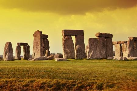 chronology: Stonehenge puesta del sol - monumento prehist�rico situado en el condado de Wiltshire Ingl�s Fotograf�a Stonehenge horizontal