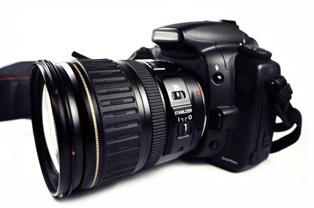 Digitale SLR Camera  DSLR Professionele camera met zoomlens geïsoleerd op wit. Black Body PRO Camera.