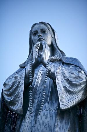 축복 마리아의 메리 금속 조각기도 스톡 콘텐츠