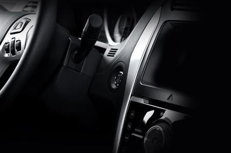 Moderne Fahrzeug-Dash und Lenkrad Dunkle Vehicle Interior Modernes Design Standard-Bild