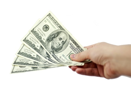 dollar bills: 5 Cento Dollari Giveaway Cinque Cento fatture del dollaro in mano uno sfondo bianco solido