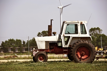 old tractors: Old Tractor - Old Farmland Equipment. Minnesota, USA. Technology Photo Collection.
