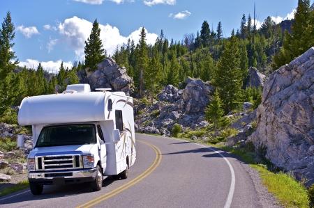 옐로 스톤 RV 여행. 옐로 스톤 국립 공원은 주로 와이오밍의 미국 상태에 위치하고 있습니다. 여행 사진 컬렉션