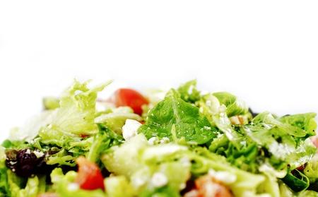 Fresh Greens Salade - verse biologische producten Caesar Salad geïsoleerd op wit. Eten foto collectie. Tafelblad Studio Photo.