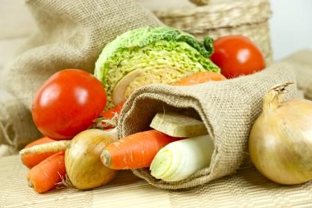 Fresh Vegetables in Linen. Vegetables Like: Carrot, Tomatoes, Onion, Celery etc. Vegetables Photo Collection. 版權商用圖片