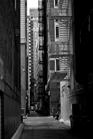 Callej�n Chicago Downtown en Blanco y Negro Fotograf�a vertical. Colecci�n de fotos Urban. Chicago, Illinois, EE.UU..