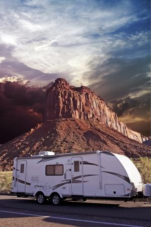 RV in Canyonlands, Utah, USA. Recreatie Vehicle - Travel Trailer in Moab, Utah. Recreatie Photo Collection. Stockfoto