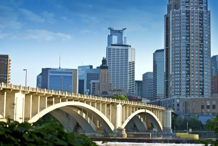 mississippi river: Third Avenue Bridge in Minneapolis, Minnesota. Minneapolis Skyline and Mississippi River.