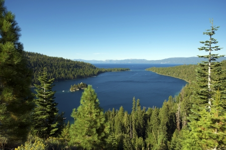 fannette: Lake Tahoe Bay. Lake and Mountains. Sierra Nevada Mountains California, USA. Scenic Places Photo Collection