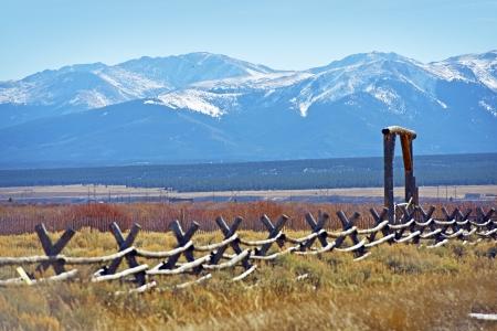 rancho: Colorado Terreno con vistas a la montaña. Paisaje Colorado. Montañas Rocosas rango. Paisaje Colorado. Foto de archivo