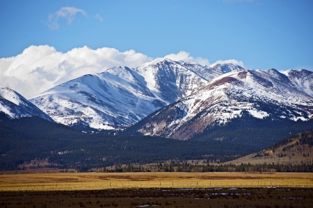 雪に覆われたコロラド州山フェアプレイ、コロラド州、アメリカ合衆国の近く。ロッキー山脈の景色は後半で落ちる。コロラド州の写真のコレクシ