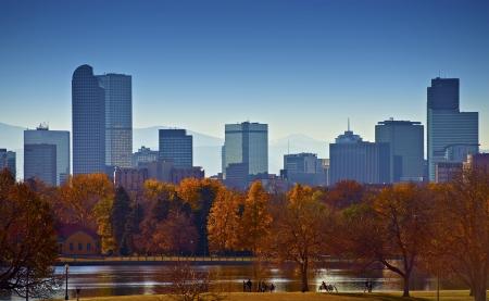 덴버 스카이 라인의 도시. 도시 공원 풍경입니다. 콜로라도의 미국 국가의 수도. 미국의 도시 사진 모음.