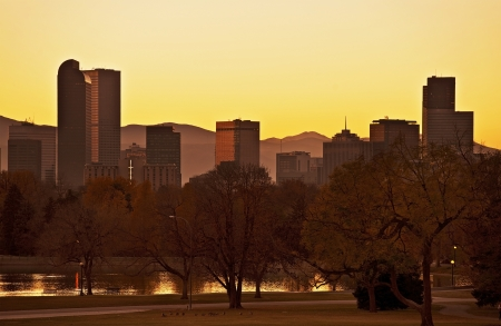 capital of colorado: Fall Denver Sunset. Late Fall Sunset in Denver. Denver Skyline Panorama. United States.
