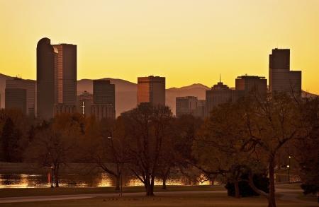 denver skyline at sunset: Fall Denver Sunset. Late Fall Sunset in Denver. Denver Skyline Panorama. United States.