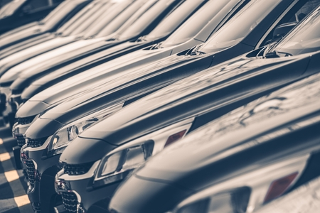 ref: Autos en venta Row Stock Lot. Inventario del distribuidor de coche