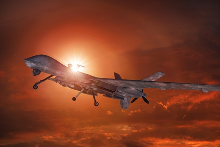 日没の 3 D 図で軍の無人機離陸します。