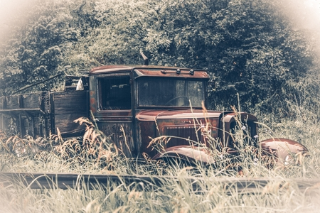 oldtimer: Abandoned Rusty Oldtimer Pickup Truck in the Grass. American Transportation History.