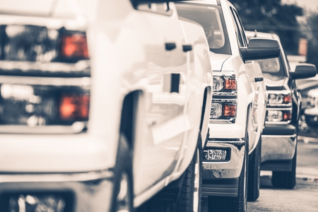 Brand New Pickup Trucks For Sale. Cars Row on the Dealer Lot. Stockfoto