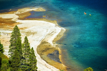 fannette: Sandy Lake Tahoe Beach with Crystal Clear Water and Some Kayakers. Lake Tahoe Recreation. California, United States. Stock Photo