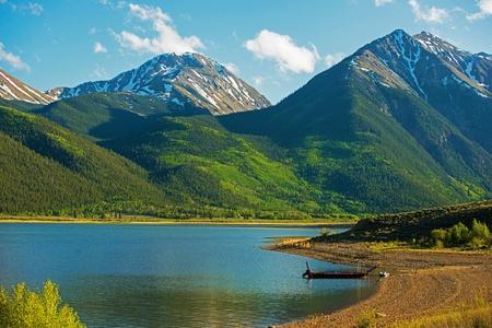 montañas nevadas: Area Twin Lakes Colorado. Escénicas Montañas Rocosas de Colorado.
