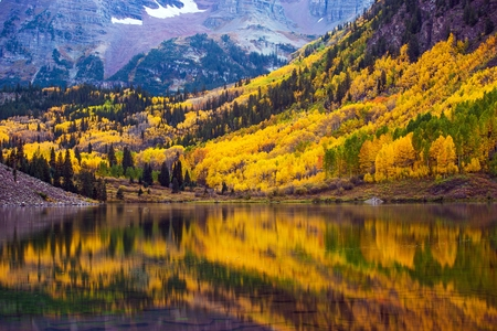 aspen leaf: Fall in the Colorado, Maroon Lake and Colorful Forest. Yellow Aspen Trees. Aspen, Colorado, USA. Stock Photo