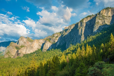 vista: Yosemite Valley and the Sierra Nevada Mountains in California, United States. Scenic Mountain Vista. Stock Photo