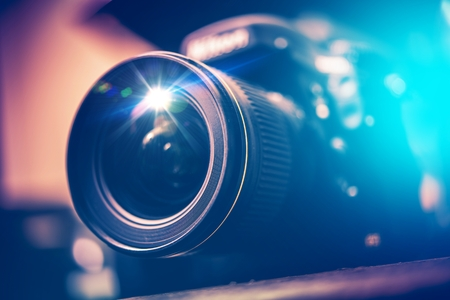 広角のレンズとデジタル一眼レフ カメラ