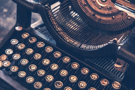 secretaria: M�quina de escribir M�quina Vintage foto de cerca. Foto de archivo
