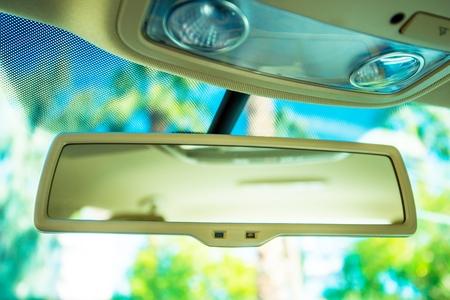 rear view mirror: Espejo retrovisor del coche. Interior del coche Espejo Primer.