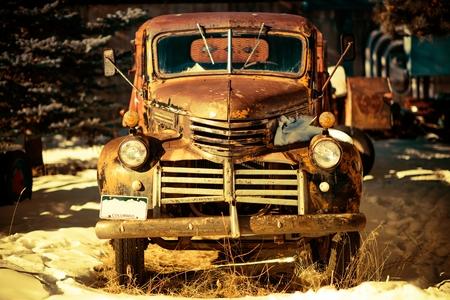 pickup truck: Rusty Pickup Truck Ancianos Abandonados en Colorado, Estados Unidos.