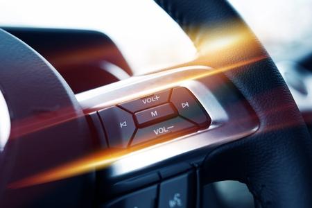 equipo de sonido: Volante Music Control. Car Stereo Control del volante Botones de cerca.