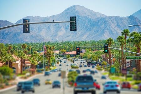 palmeras: Resortes Carretera de Ramos y el paisaje urbano. Palm Springs, California, Estados Unidos. Coachella Valley. Foto de archivo