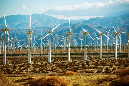 Wind Turbines PowerPlant in California, United States. Standard-Bild