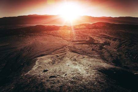 fallecimiento: Puesta de sol en el Parque Nacional Valle de la Muerte. Por debajo de la Cuenca del Nivel del Mar en Nevada, Estados Unidos. El lugar m�s caliente en la Tierra