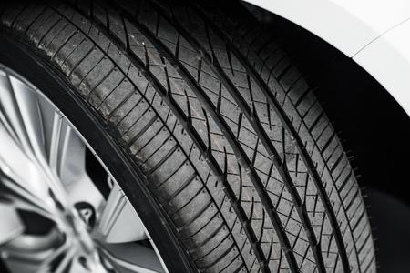 llantas: A estrenar del neumático de coche Cerca Fotos. Moderno Neumático Alquiler de coches
