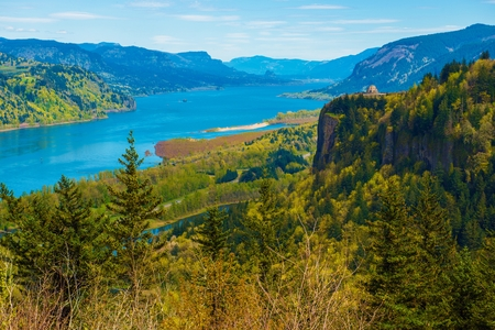 gorge: Columbia River Gorge and the Famous Crown Point Vista House near Portland, Oregon, United States. Columbia River Scenery.
