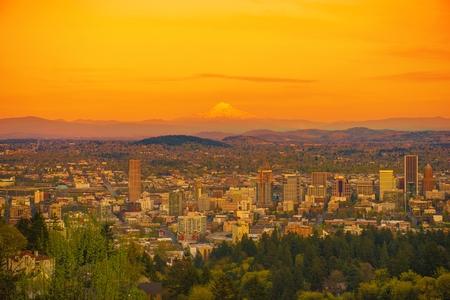 portland: Scenic Sunset in Portland Oregon with Mount Hood on a Horizon. Portland Cityscape, United States.